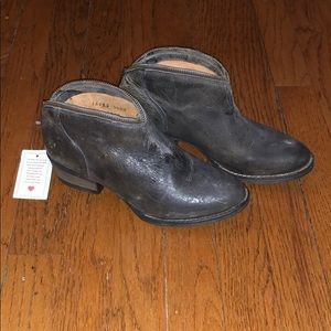 NWT Volatile Charcoal Zipper Trim Bootie 7.5